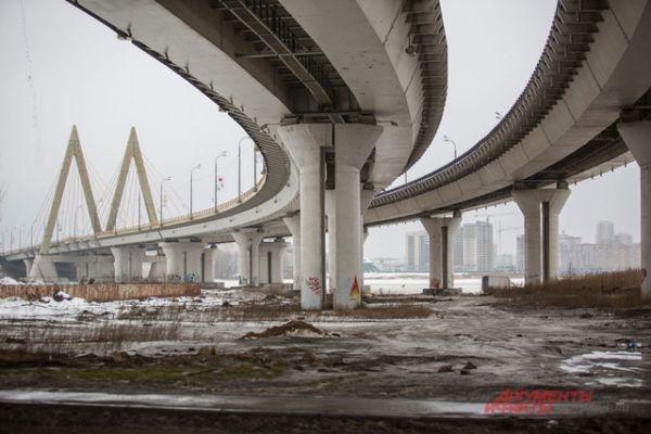 Снег тает, грязь. У моста Миллениум