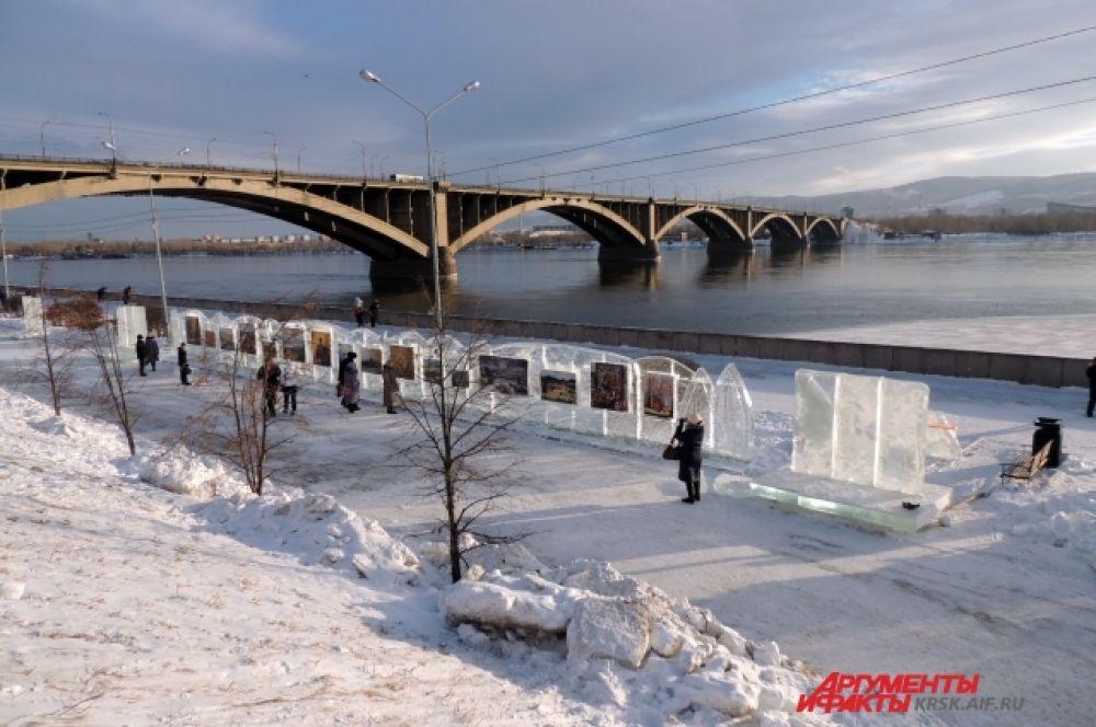 Красноярцы радуются белому снегу, который выпал этой зимой очень поздно.