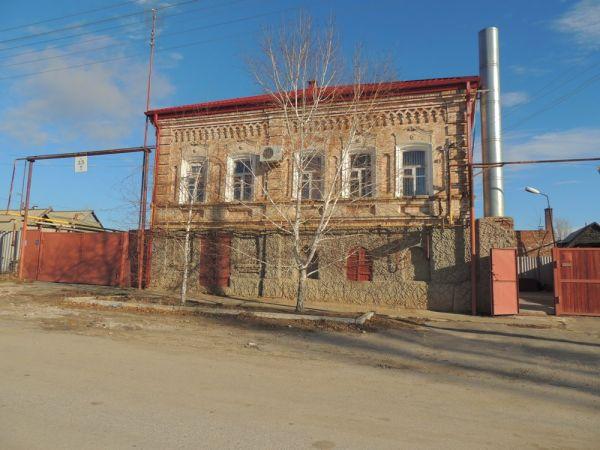 Дубовка была основана в 1734 году. Согласно распоряжению правительства Российской империи сюда были переселены семьи русских, малороссов и донских казаков.