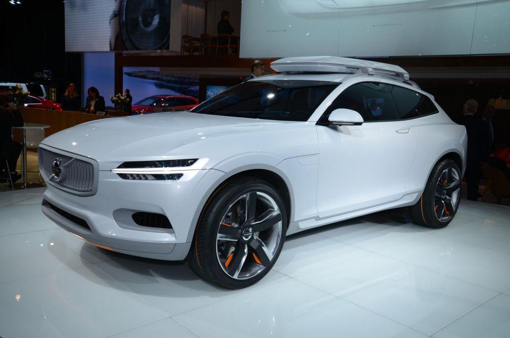 Volvo Concept XC Coupe. Это второй концепт Volvo на основе платформы SPA. Модульное шасси позволит сделать все будущие модели легче на 100-150 кг. Модель XC является предшественником нового поколения внедорожника XC90, который появится в 2015 году.