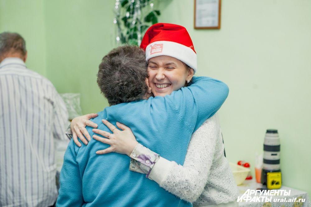 Вот так непосредственно и искренне выражали свои чувства «АиФ-Уралу» жители Новопышминского дома-интерната. А мы, в свою очередь, благодарим всех, кто поддержал нашу акцию «Подари тепло и заботу!», и с удовольствием передаем всем главное пожелание теперь