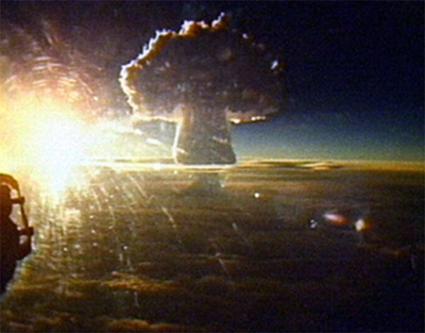 Световое излучение вспышки взрыва могло вызвать ожоги третьей степени на расстоянии до ста километров. Это фото сделано с расстояния в 160 км.