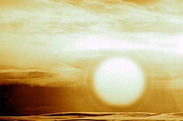 Вспышка взрыва бомбы АН602 сразу после отделения ударной волны. В это мгновение диаметр шара составлял около 5,5 км, а через несколько секунд он увеличился до 10 км.