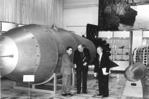 Разработка АН602 завершилась в 1961 году в Академии наук СССР при участии Андрея Сахарова под руководством Игоря Курчатова. Её масса составила 26,5 тонн, а в длину бомба достигала восьми метров.