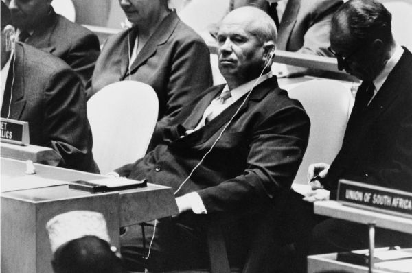 Никита Хрущёв на заседании ООН, на котором он произнёс фразу про «Кузькину мать». Это заявление позволило повлиять на баланс сил в геополитике 60-х годов.