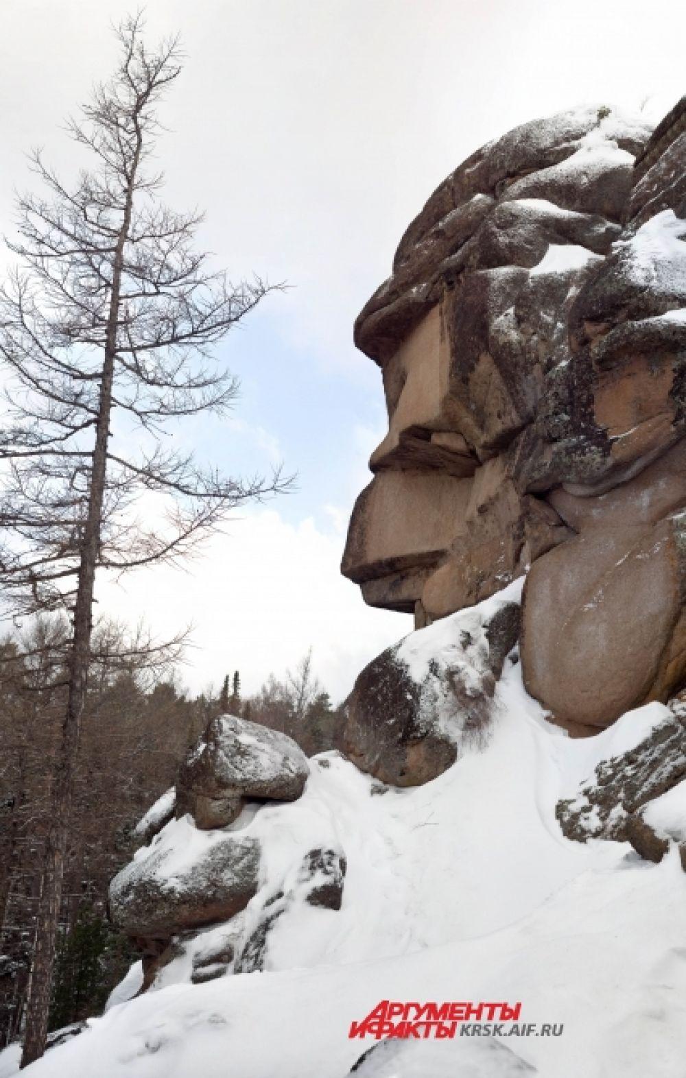 Скала Дед стала узнаваемой благодаря четкому профилю, напоминающему облик человека.