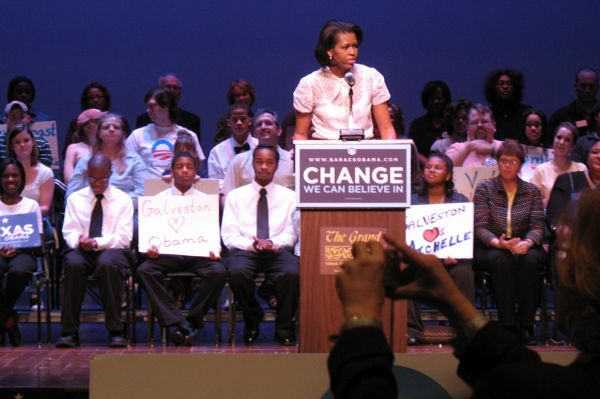 Выступление Мишель Обамы в рамках предвыборной кампании Барака Обамы в Техасе, 25 февраля 2008 года.