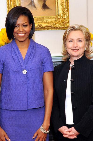 Мишель Обама и госсекретарь США Хиллари Клинтон в Вашингтоне, 10 марта 2010 года.