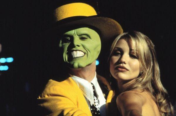 В 1994 году вышла комедия «Маска», главную роль в которой исполнил Джим Керри. Она принесла ему первую номинацию на «Золотой глобус» и сделала суперзвездой голливудского кино. Любопытно, что первоначально картина задумывалась как фильм ужасов.