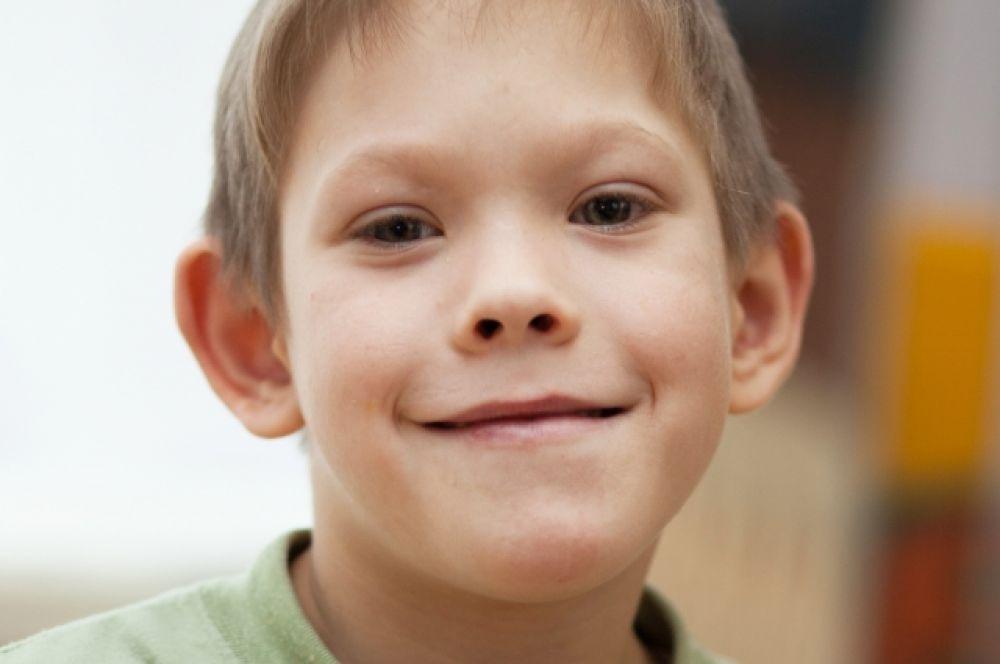 Денис Ш. (июнь 2005-го) - общительный ребёнок, помощник воспитателям, любит читать.