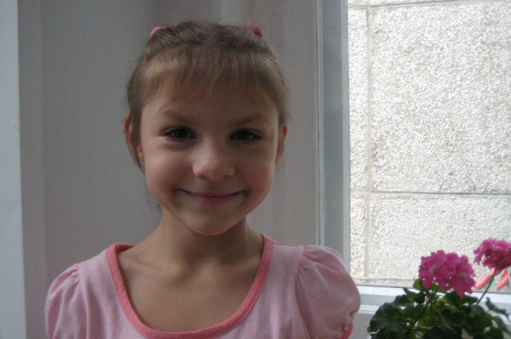 Валерия Д. (апрель 2008-го) - спокойная, жизнерадостная, отзывчивая девчушка, хорошо рисует, лепит.