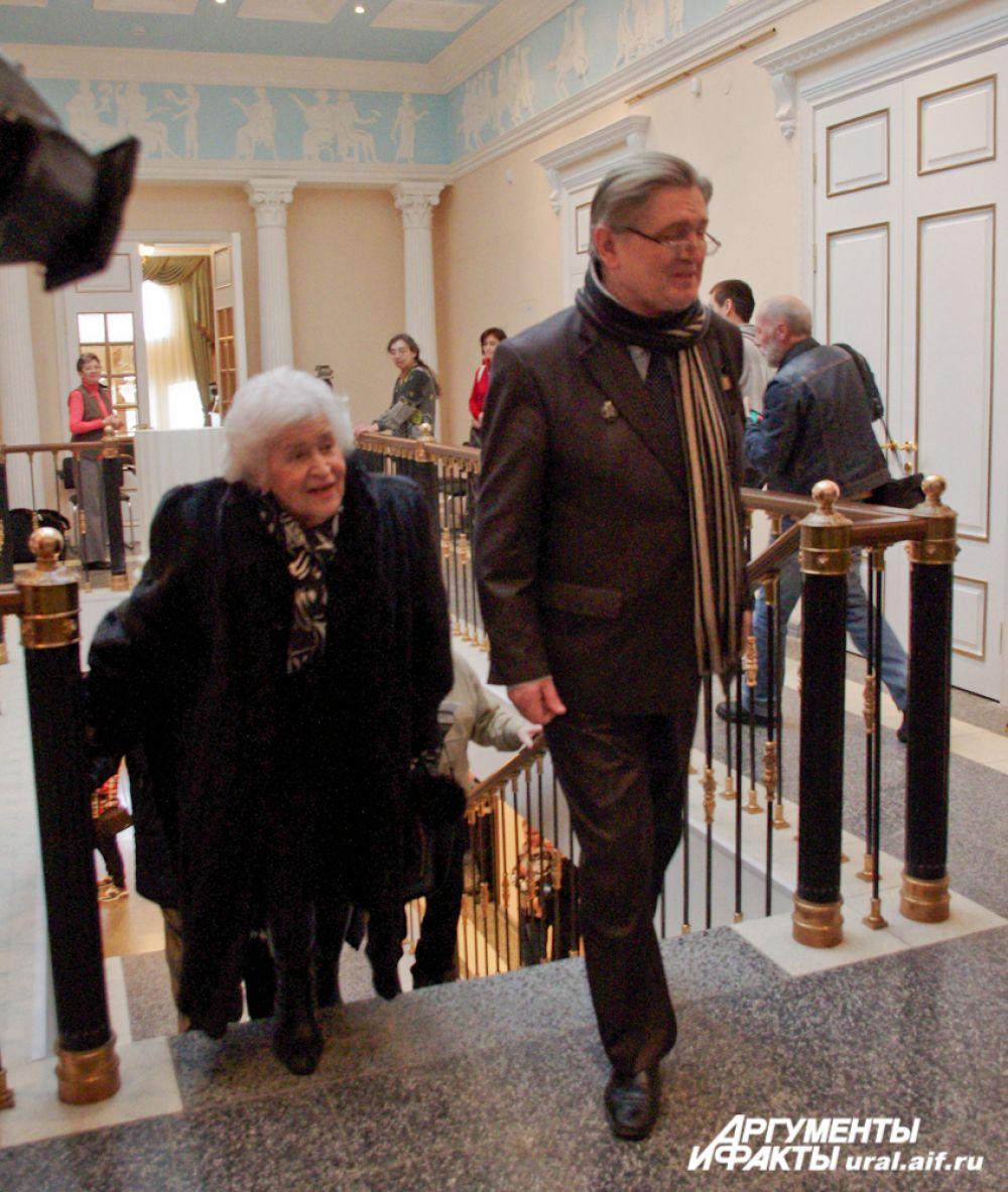 По отремонтированным залам ее провел директор Ирбитского музея ИЗО Валерий Карпов.