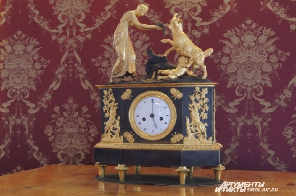 Часы с библейским сюжетом.
