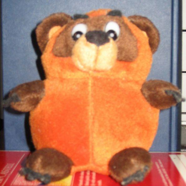 Двумя годами ранее Винни-Пух появился в СССР. Первый перевод вышел в Литве в 1958 году, после чего о медвежонке узнал Борис Заходер, сразу начавший работу над собственной адаптацией.
