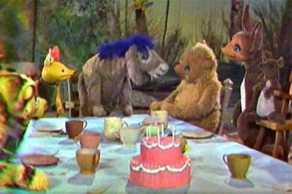 Сказки о Винни-Пухе стали популярны, и Милн продал права на них. В 1931 году в Guild Theater состоялся театральный дебют Винни-Пуха, а в 1960 году медвожонок дебютировал на ТВ, появившись в шоу Ширли Темпл на NBC.