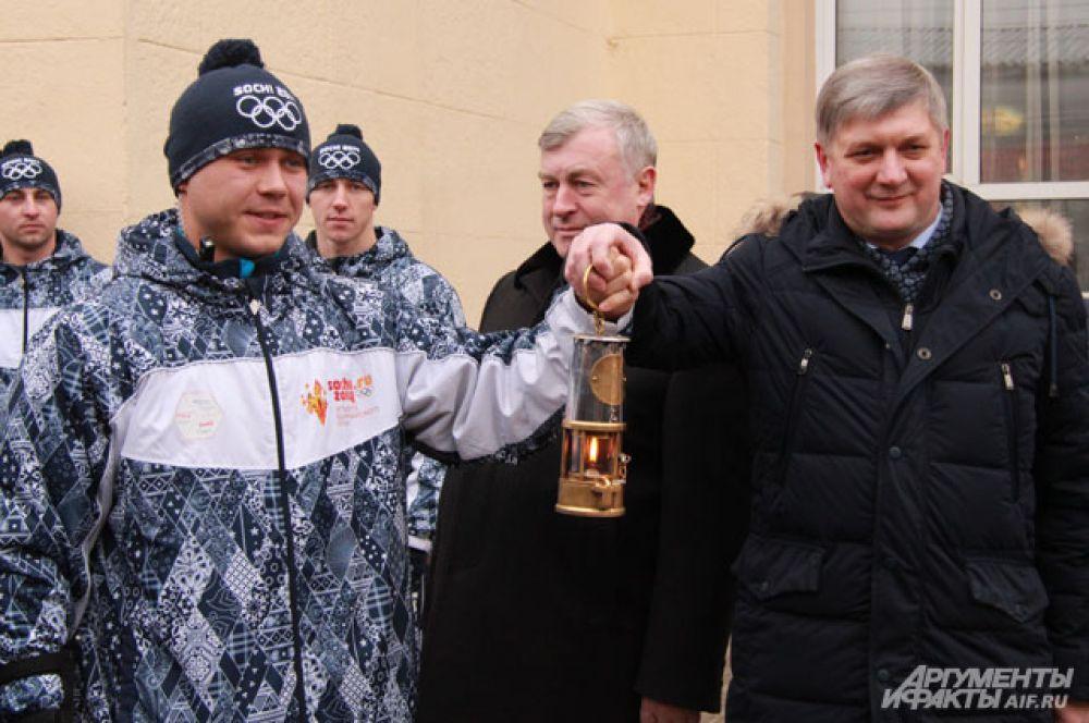 «Хранителей огня» встретили на перроне железнодорожного вокзала «Воронеж-1».
