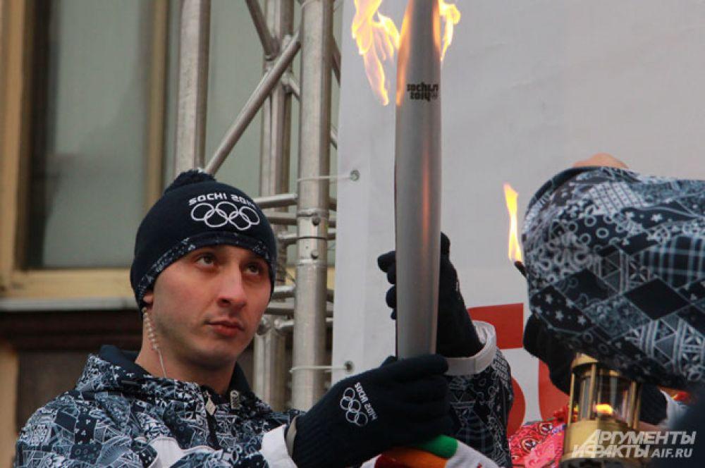 Торжественное зажжение Олимпийского огня.