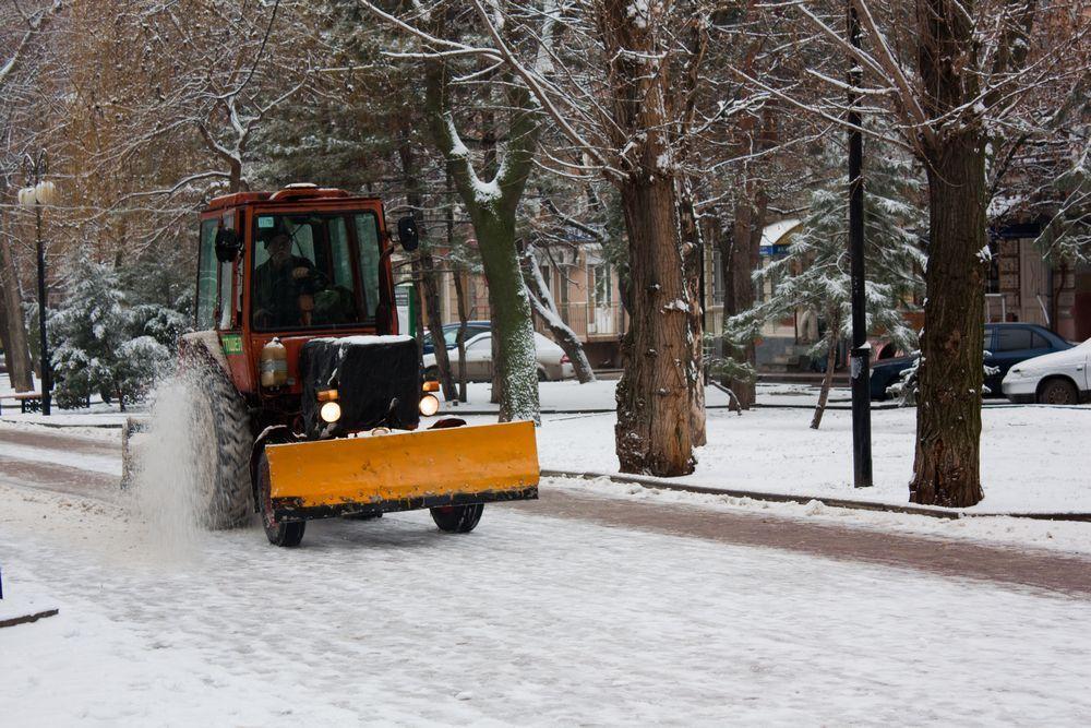 Снег, как и работу коммунальщиков, в Ростове увидишь нечасто