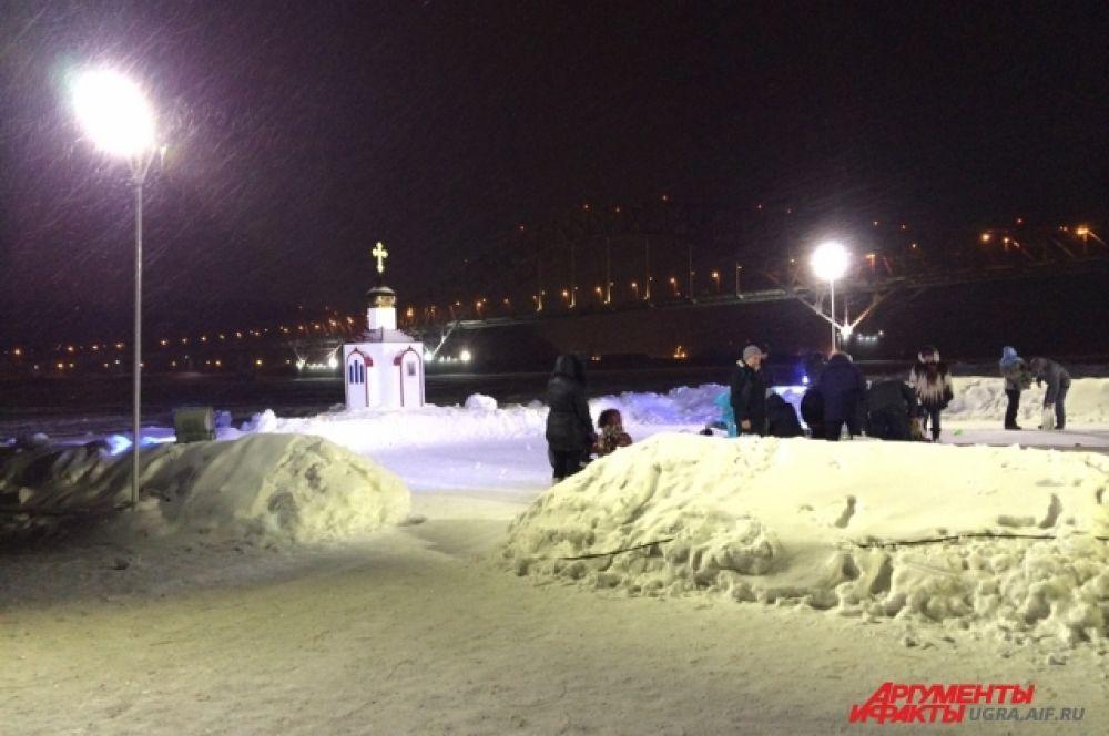 В Ханты-Мансийске термометр показывает – 15 градусов по Цельсию. Не так уж холодно для настоящих моржей, а вот для новичков – настоящий мороз.