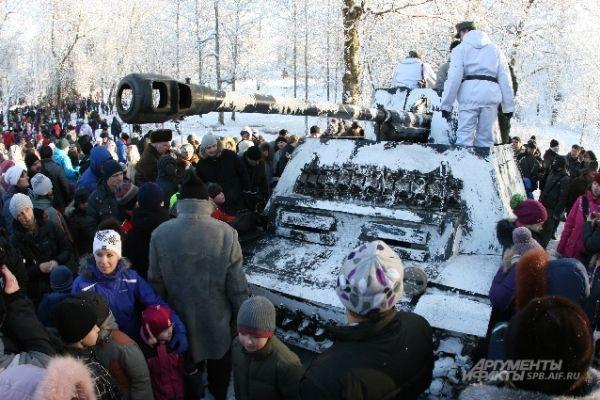 После завершения боя желающие смогли сфотографироваться на фоне танка.