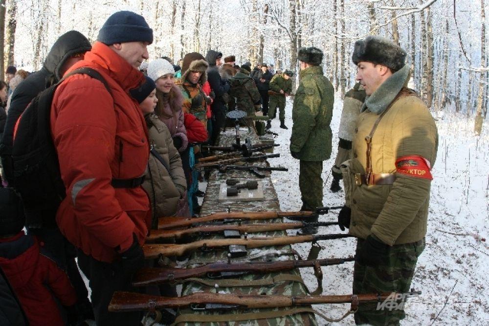 Инструктор рассказал зрителям о преимуществах оружия времен ВОВ.