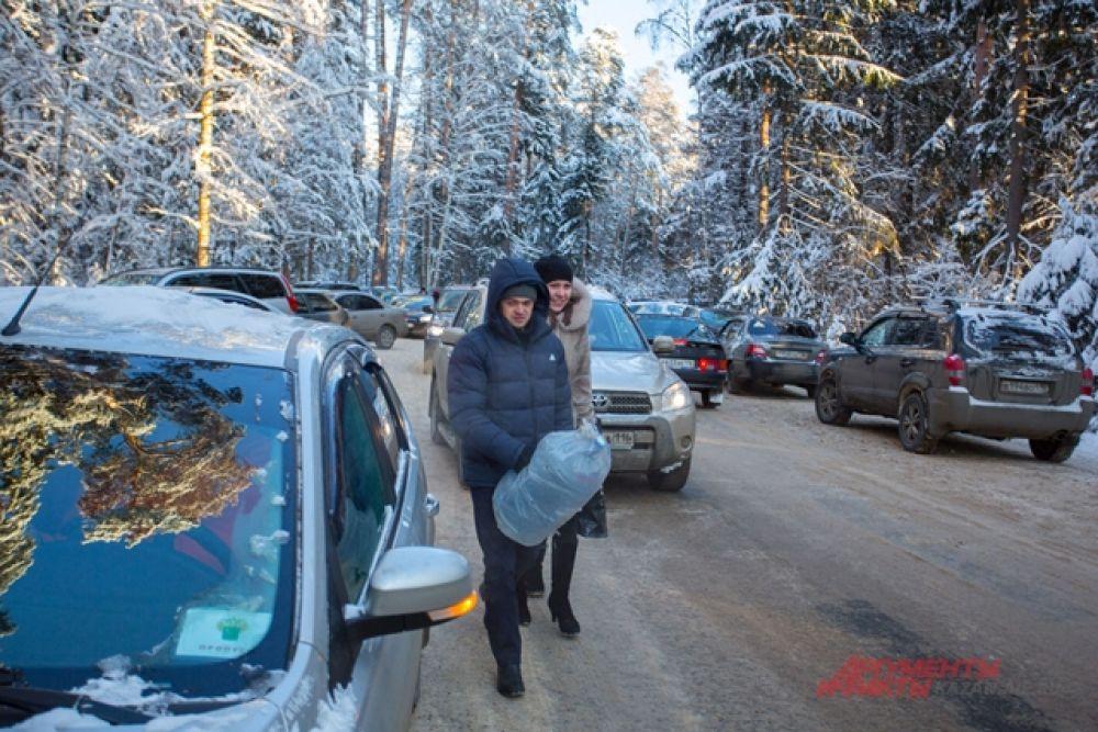 Найти место на парковке Раифского Богородицкого мужского монастыря было сложно