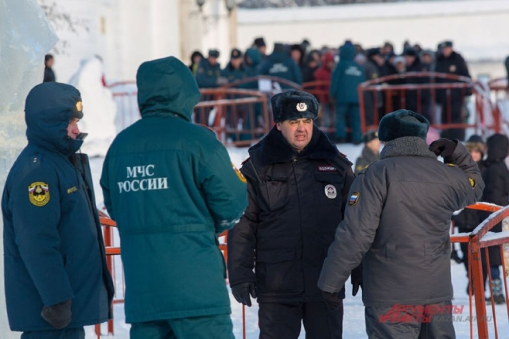 Спасатели  и сотрудники МВД дежурят у купелей