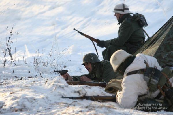 Враги противодействуют «советской армии».