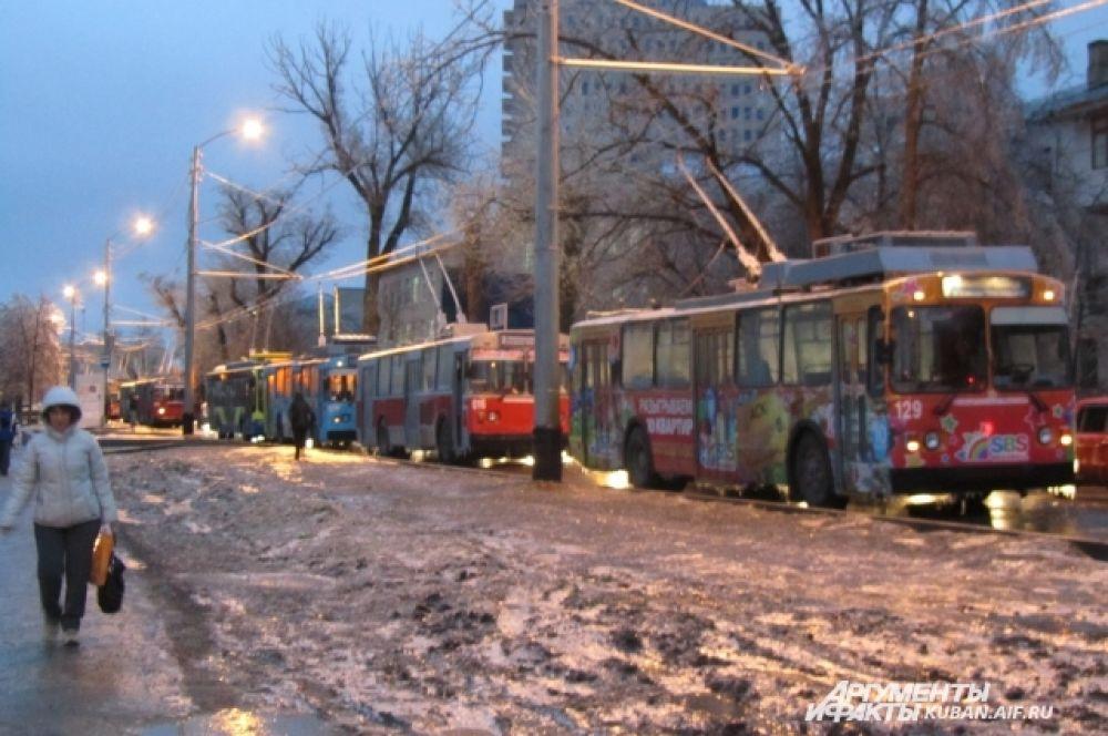 Троллейбусы остановились на улице Офицерской и дальше не идут.
