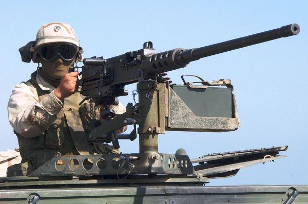 В конце Первой мировой войны Джон Браунинг разработал пулемёт M2, который до сих пор находится на вооружении в ряде стран. Эффективность пулемёту во многом обеспечивало использование пуль типа .50 BMG, которые меньше подвержены воздействию ветра. M2 эффективен против пехоты, легко бронированного транспорта, а также самолётов на малых высотах. Этот пулемёт вместе с оптическим прицелом нередко использовался в качестве снайперской винтовки, а также устанавливался на танки и истребители. Американская армия применяла M2 в том числе в Афганистане и Ираке.