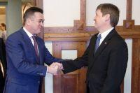 Губернатор приморского края на встрече с Генконсулом США во Владивостоке.