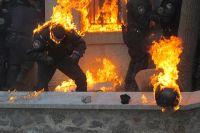 Солдаты внутренних войск попали под обстрел коктейлями Молотова