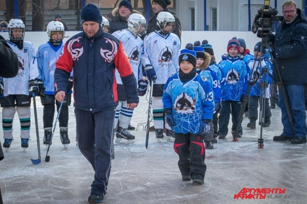 Православная команда выходит на лёд.