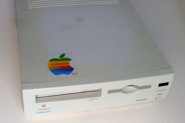 Тремя годами позже Apple попыталась пойти иным путём и создала относительно дешёвый компьютер Macintosh Performa. Однако из-за использования дешёвых комплектующих компьютер был подвержен сбоям и часто выходил из строя.
