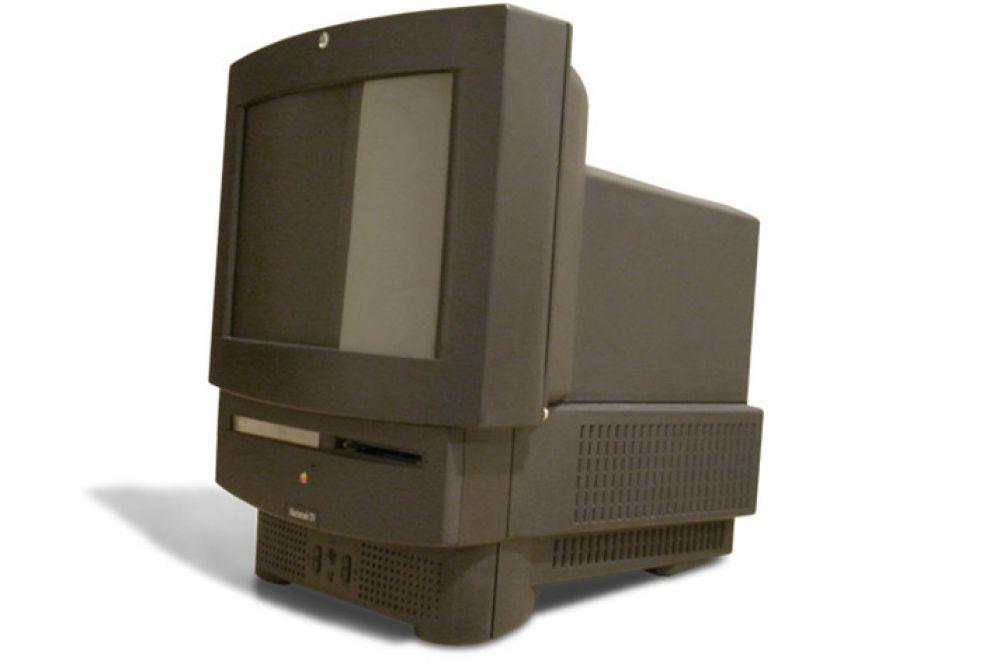 В том же году Apple представила устройство Macintosh TV – первый пример совмещения компьютера и телевизора в одном корпусе. Мощность системы не позволяла проигрывать видео в привычном пользователям качестве, а также не справлялась с обычными для компьютеров того времени задачами. В итоге было выпущено всего 10 000 экземпляров, и уже через пять месяцев Macintosh TV был снят с производства.