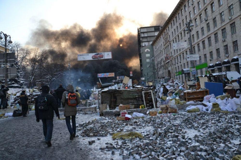 Дымовую завесу на Грушевского видно за несколько километров