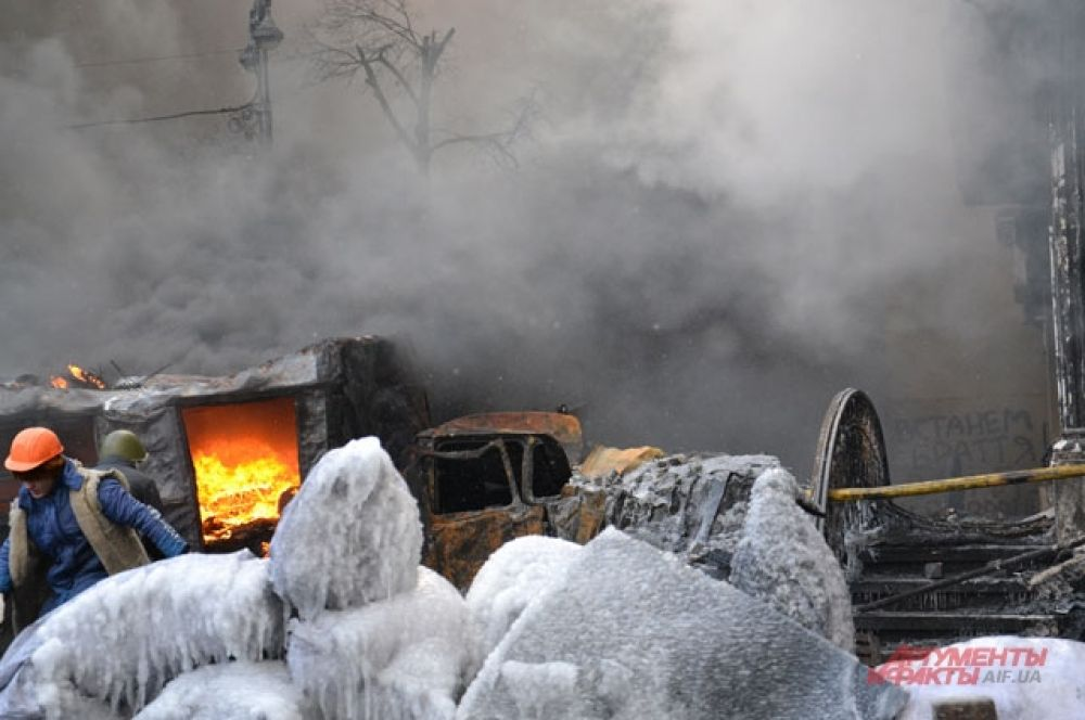 Обледеневшие баррикады на Грушевского