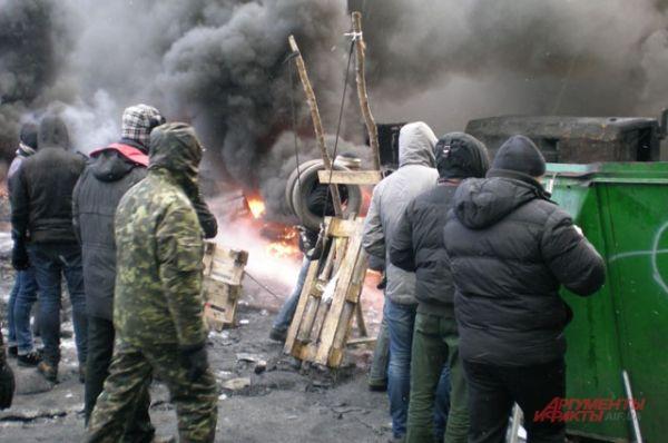 Митингующие сконструировали новую катапульту