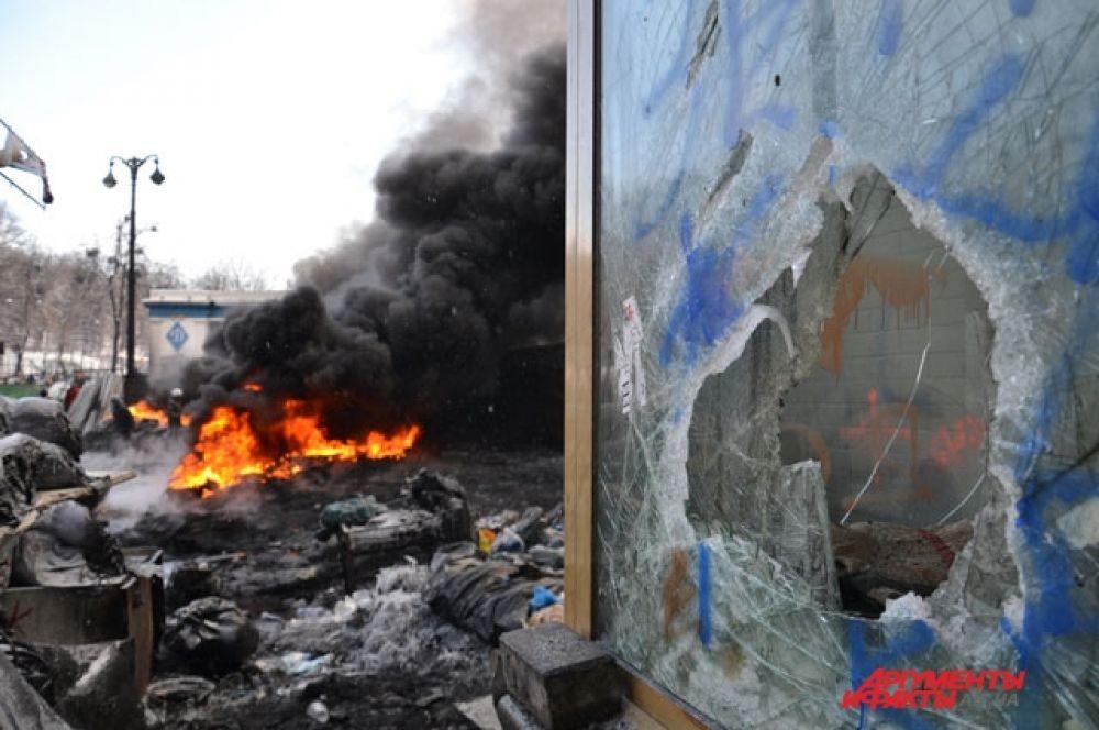 Митингующие сжигают автомобильные шины