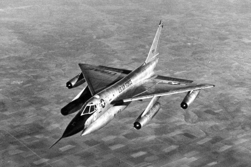 В последствии технологии, позволяющие превосходить скорость звука, перекочевали и на бомбардировщики дальнего действия – первым самолётом такого класса стал американский B-58.