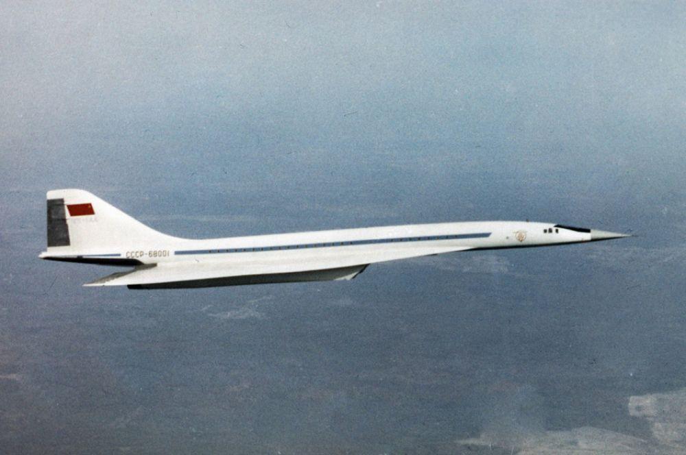 В 1968 году СССР завершил постройку первого в мире сверхзвукового пассажирского самолёта – Ту-144. Использование этих машин значительно сокращало время полёта и позволяло разгрузить воздушное пространство, поскольку сверхзвуковые самолёты способны летать на недоступных дозвуковым высотах.