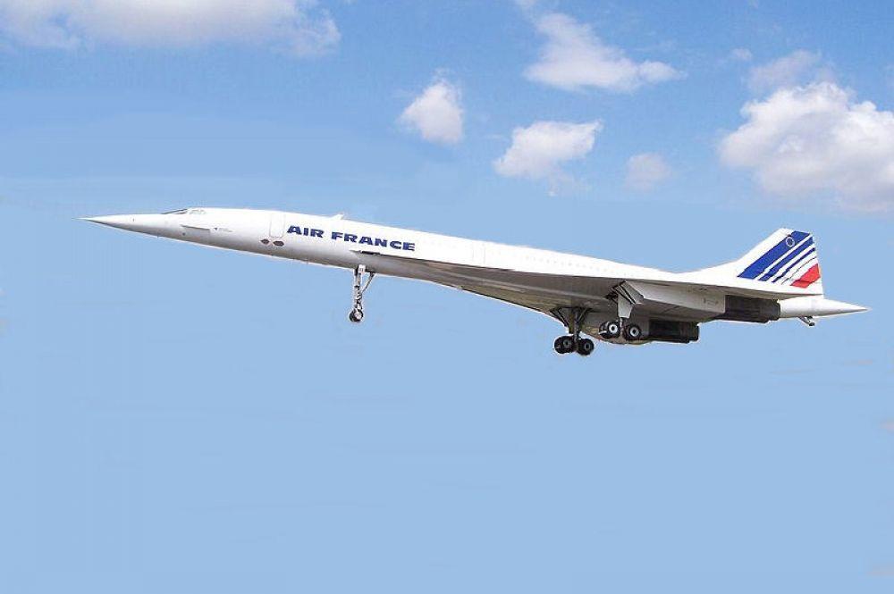 Всего на данный момент существует лишь два пассажирских самолёта, преодолевающих звуковой барьер, - вторым стал англо-французский «Конкорд», находившийся в эксплуатации с 1976 по 2003 год.