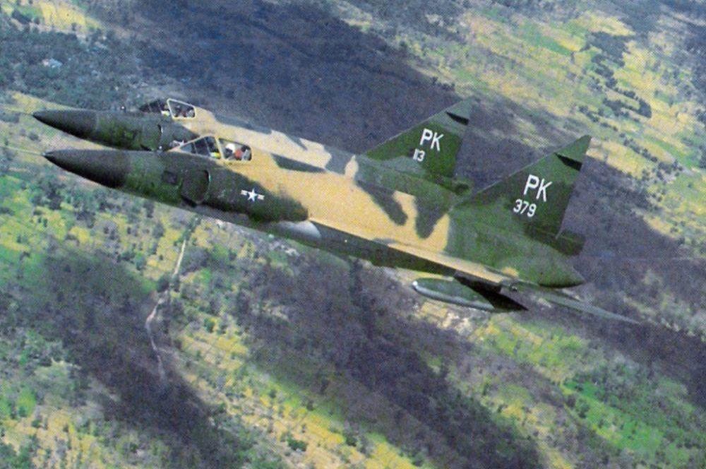 Технологии, позволяющие самолётам преодолевать звуковой барьер, дали значительный толчок к развитию военной авиации. Так в США в 1956-м появился F-102, первый сверхзвуковой перехватчик, предназначенный для уничтожения бомбардировщиков.
