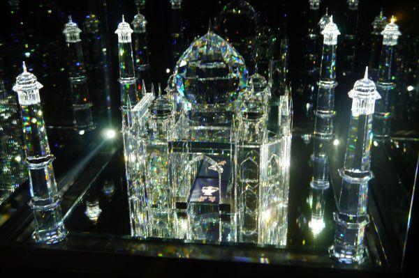 Среди работ Сваровски трудно выделить одно наиболее известное изделия, однако в его честь в Австрии построен полноценный музей хрусталя – Кристаллические миры Сваровски. Здесь хранится множество дизайнерских произведений, призванных показать широкий спектр возможностей обработки хрусталя.
