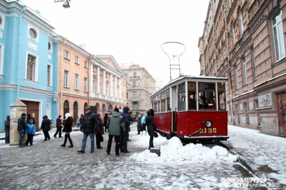 С особенным интересом посетители рассматривали блокадный трамвай