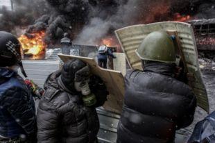 Протестующих с милицией в киеве