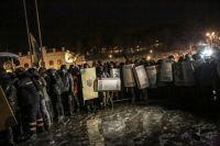 Сторонники евроинтеграции штурмуют здание Украинского Дома в центре Киева.