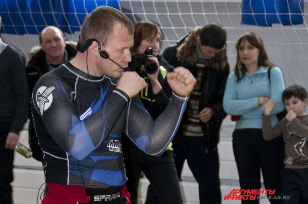 Александр Шлеменко провёл мастер-класс по смешанным единоборствам.