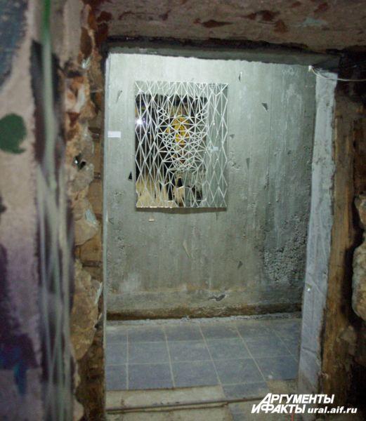 В подвале галереи множество залов, где можно наткнуться на совершенно необычные артефакты