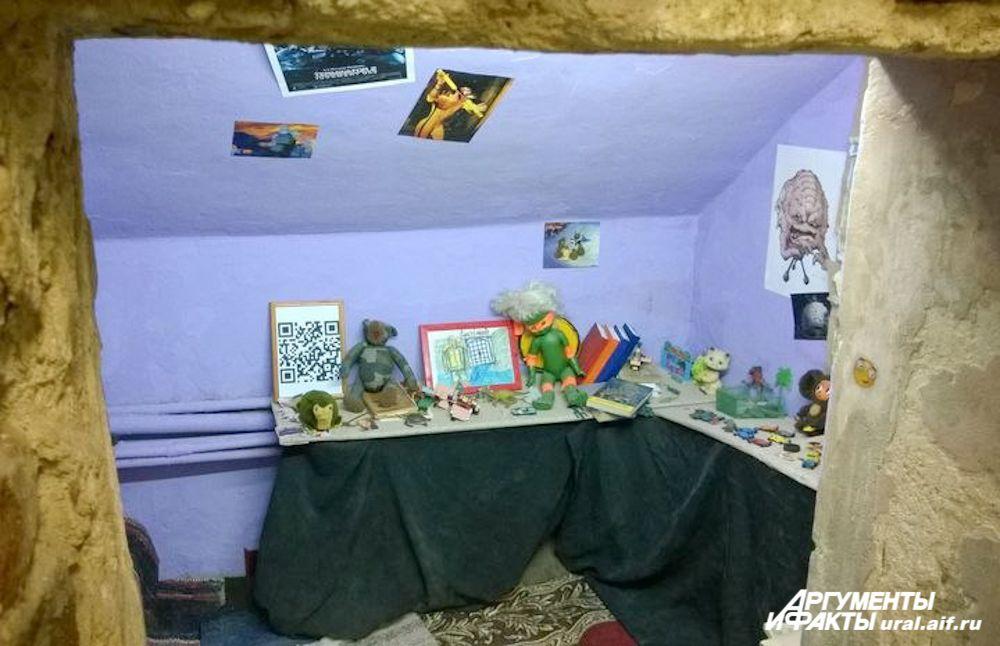В этом небольшом помещении участники выставки попытались воссоздать жилище черепашек ниндзя